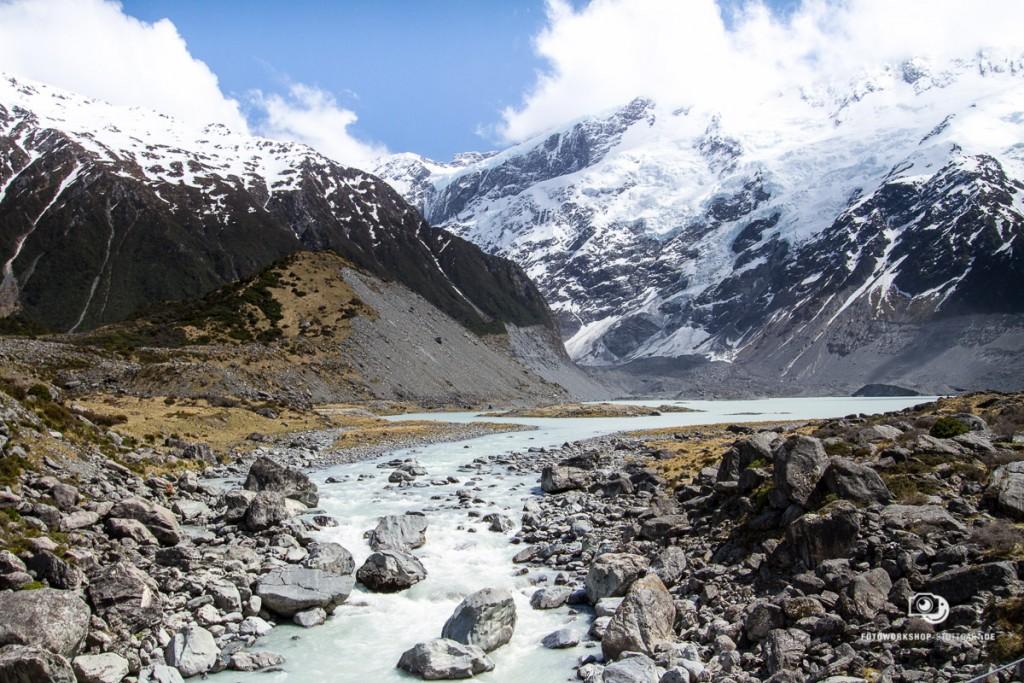 Ohne Grauverlaufsfilter: Himmel leicht überbelichtet, Wolken und schneebedeckte Berge gehen ineinander über :-(