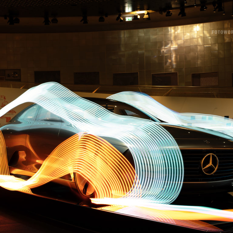 Fotoworkshop-Stuttgart-Nachts-im-Mercedes-Benz-Museum-Lightpainting-0