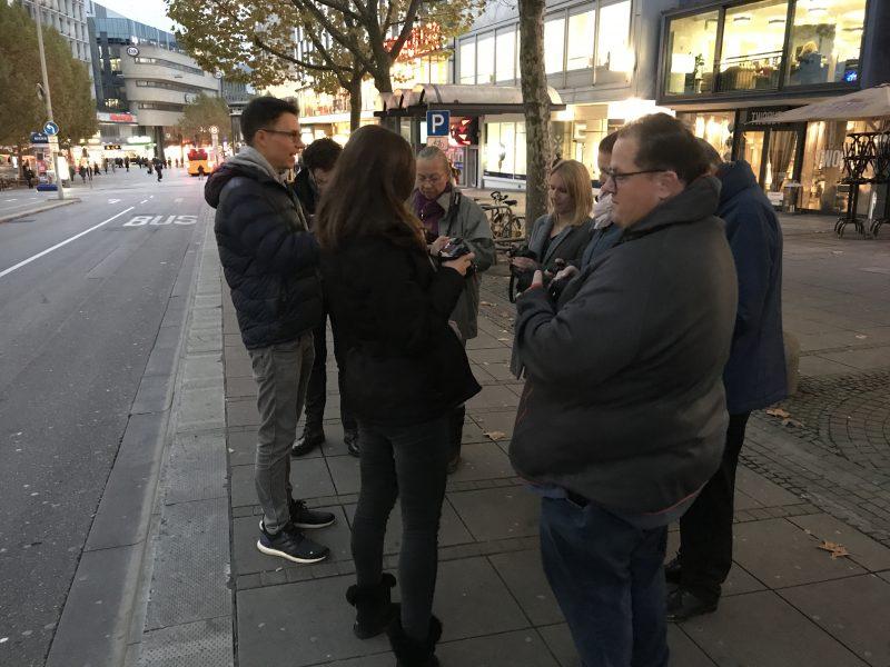 Unsere Gruppe beim Einsteiger Fotokurs übte auch draußen in Stuttgart. Ein kleines Making off für meinen Erfahrungsbericht.