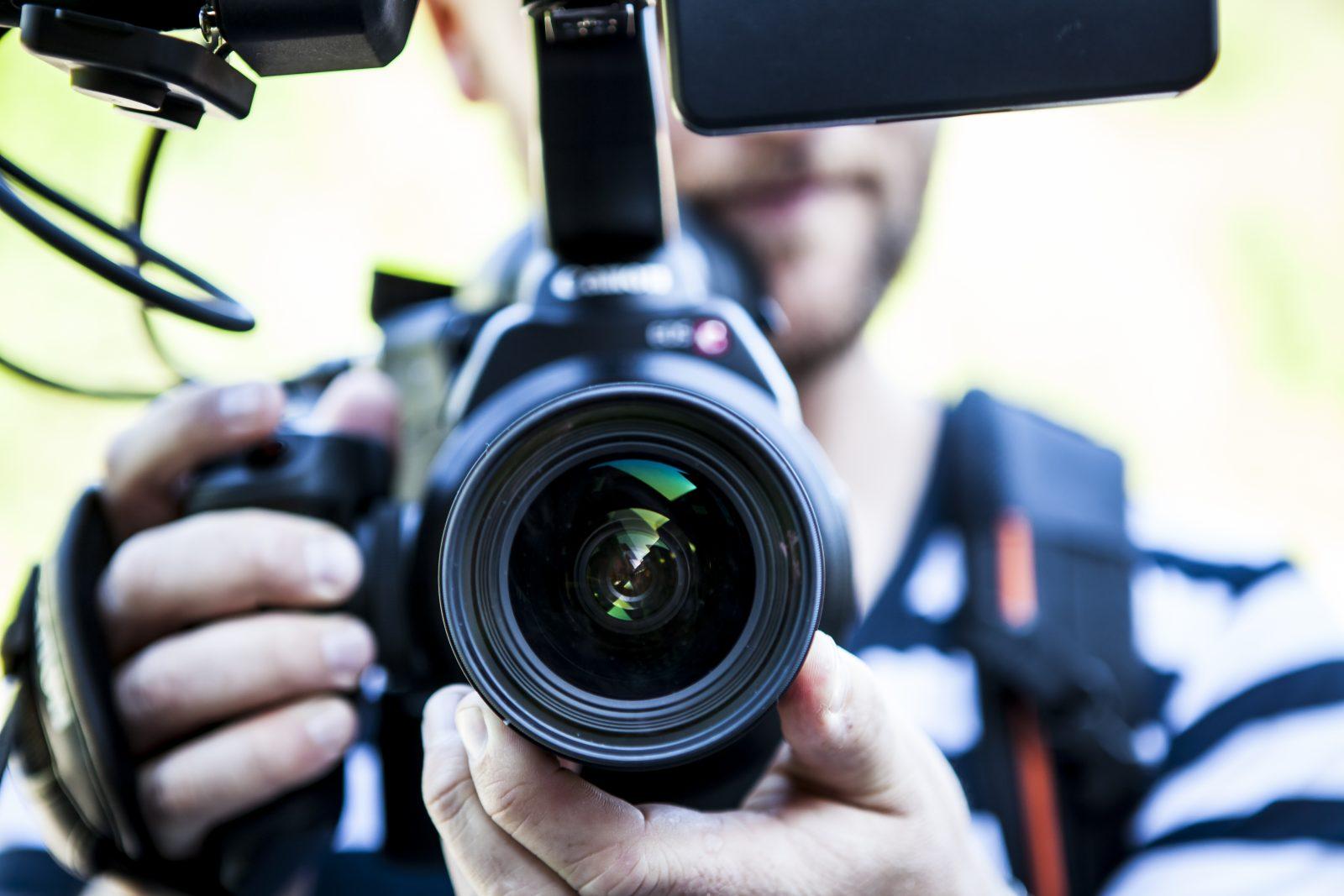 filmen-mit-spiegelreflex-und-systemkameras-ohne-stativ-ohne-verwackeln-tipps