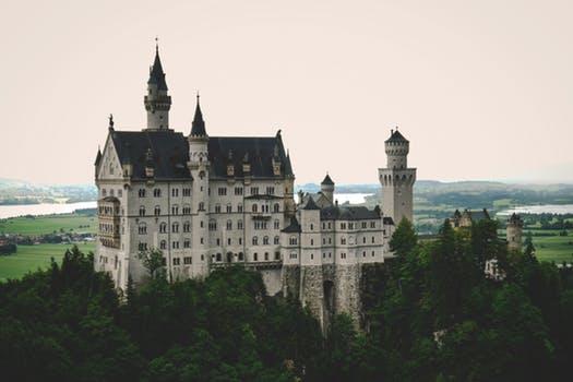 Für alle die Schlösser lieben ist das Schloss Neuschwanstein in Bayern ein muss. Vielleicht beziehst du es ja in deine nächste Planung mit ein ;)